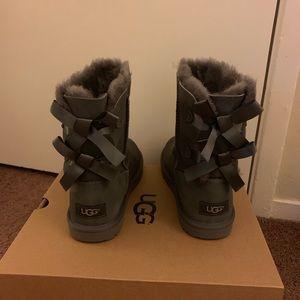 NIB UGG Grey Bailey Bow II Boots